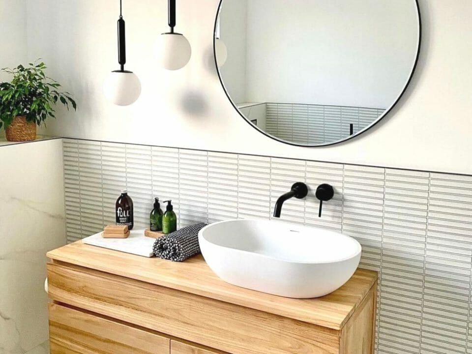kit-kat-white-glass-mosaic-tile